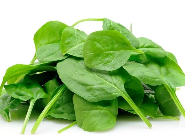 Салат из шпината с маслинами