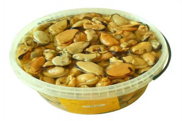 Салат с мидиями и кукурузой