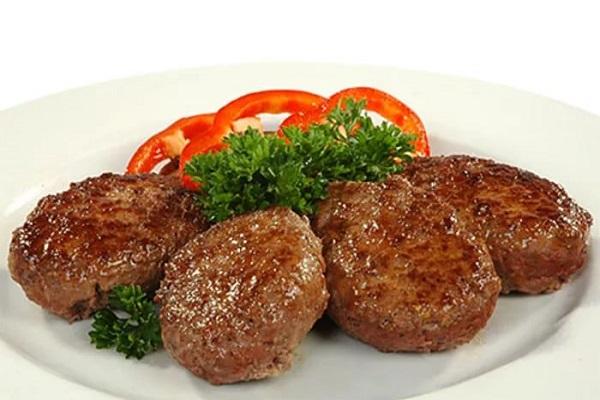 Котлеты из говядины с гречкой