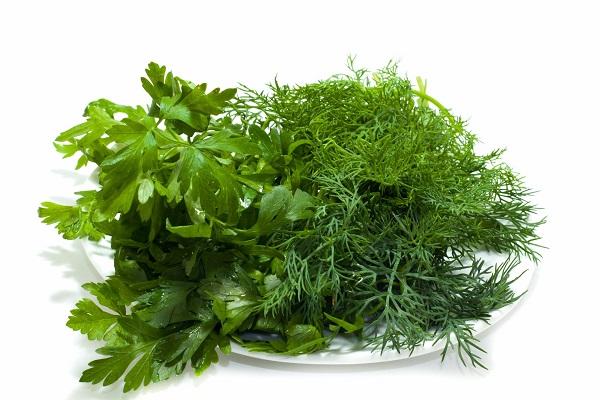 Салат с кальмарами и зеленью