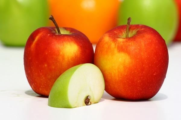 Салат рыбный с яблоками