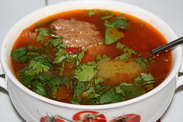 Мясной суп с томатной пастой