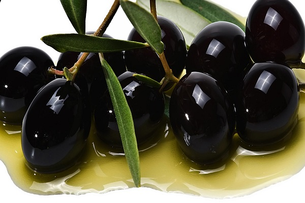 Салат из ветчины с маслинами с винной заправкой