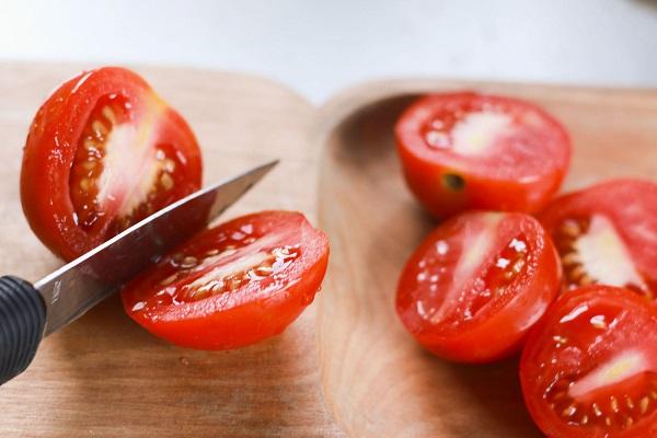 Салат из ветчины с яйцом и помидорами