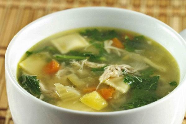 Мясной суп со шпинатом в мультиварки
