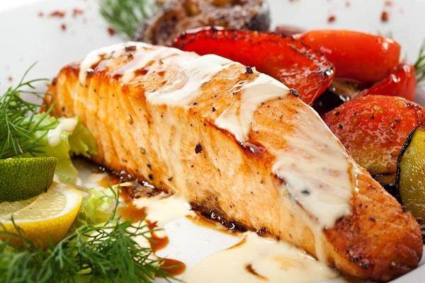 Рыба с моцареллой и помидорами в мультиварке