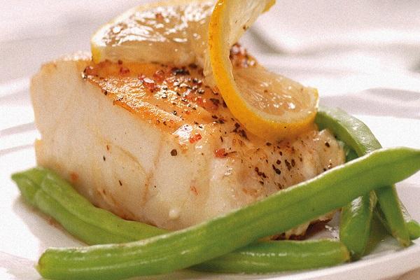 Рыба, запеченная с зеленью и чесноком в мультиварке