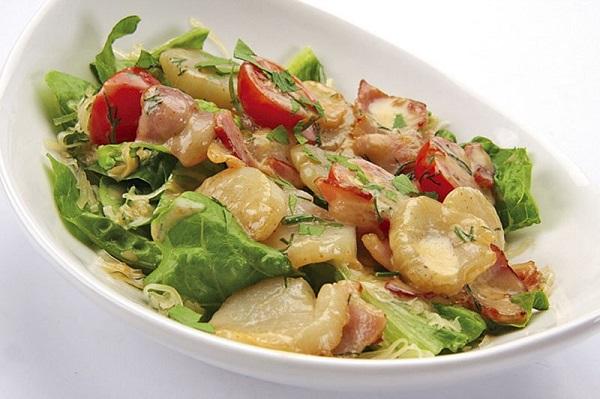 Салат из гребешков с маринованным красным перцем