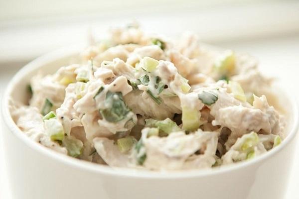 Салат из крабов с грибами и сельдереем