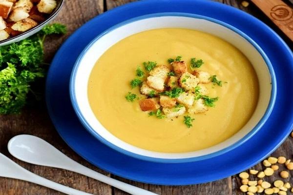 Суп-пюре мясной гороховый со сметаной