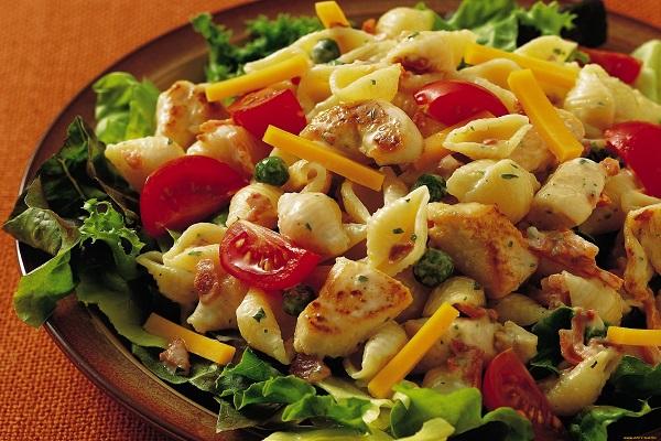 Салат из мяса птицы и макарон
