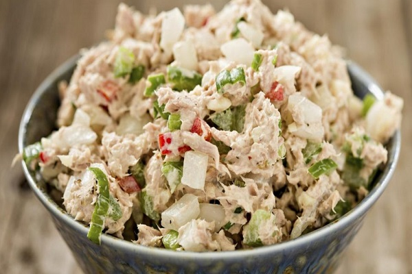 Салат из мяса птицы и рисом