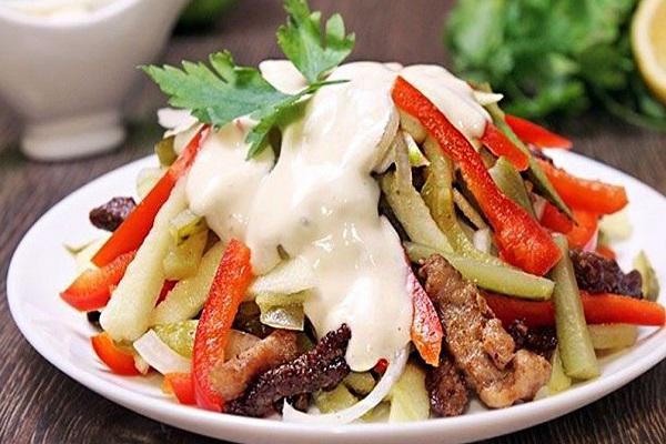Салат из мяса птицы и сладкого перца