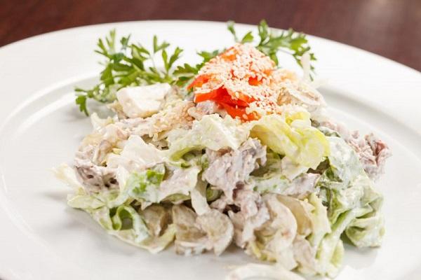 Салат из мяса птицы и ветчины
