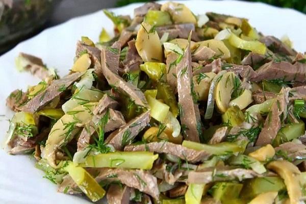 Салат из мяса птицы с солеными огурцами