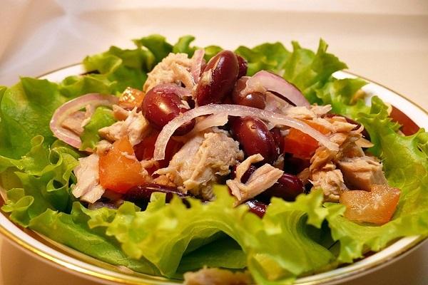 Салат из птицы и фасоли