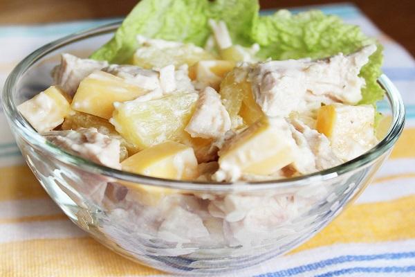 Салат из птицы с ананасом