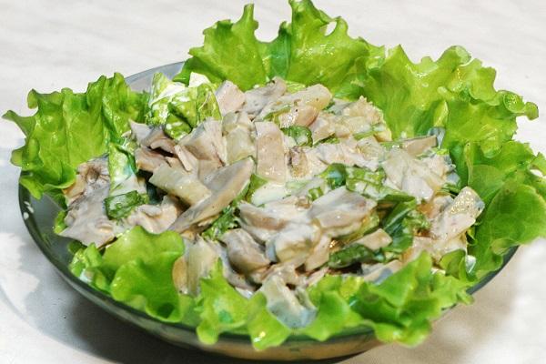 Салат из птицы с яйцом
