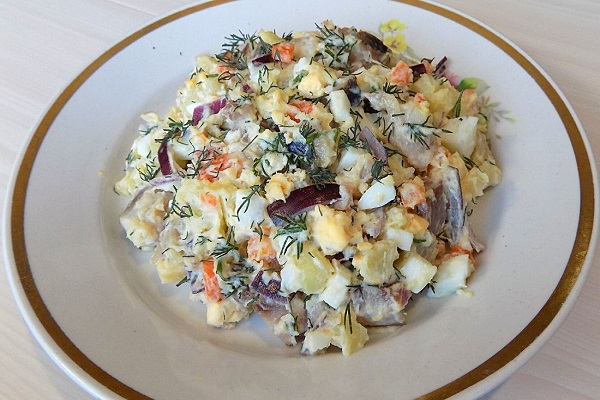 Салат из с сушеными грибами