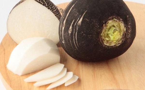 Салат из редьки и соленых огурцов