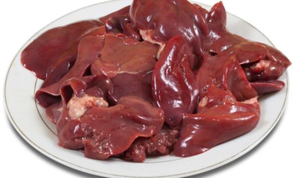 Салат из куриной печени с маслинами