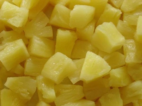 Салат из кальмаров и ананасов