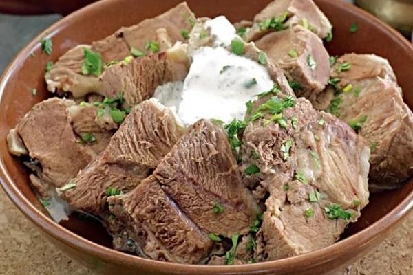 Салат из говядины и шампиньонами