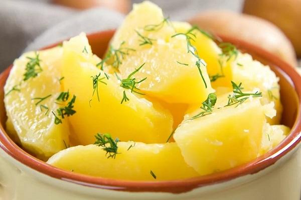 Салат с картофелем и чесноком