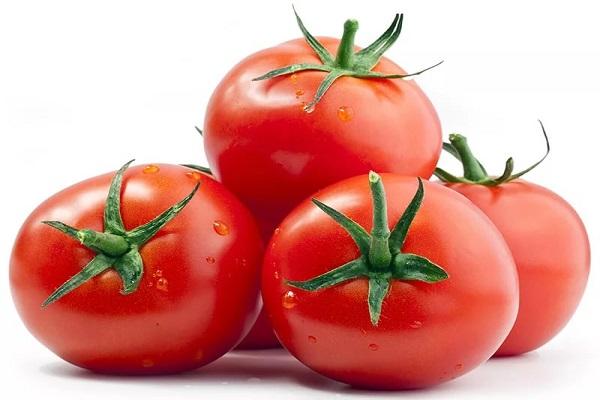 Салат из помидоров с томатным соусом