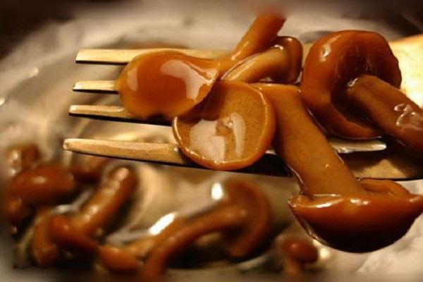 Свекла с грибами и чесноком
