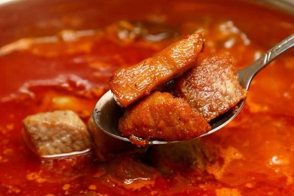 Гуляш из свинины с томатной пастой