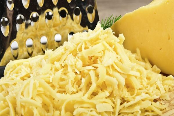 Салат из мяса с сыром и зеленым горошком