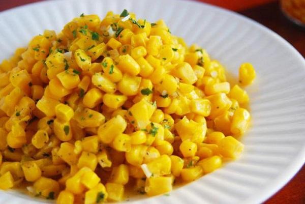 Салат грибной с консервированной кукурузой